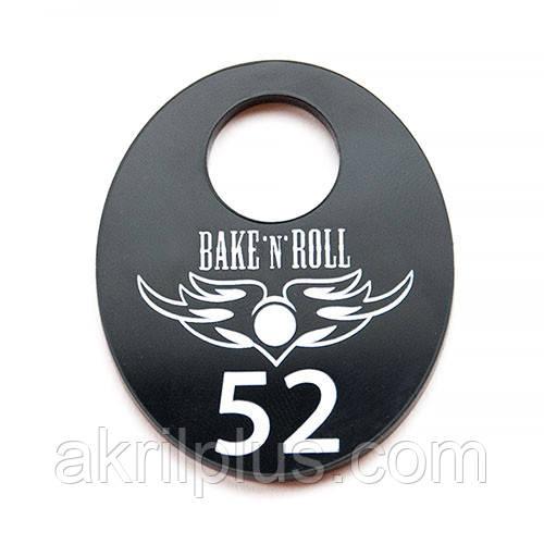 Номерок для гардероба с логотипом 60*40 мм
