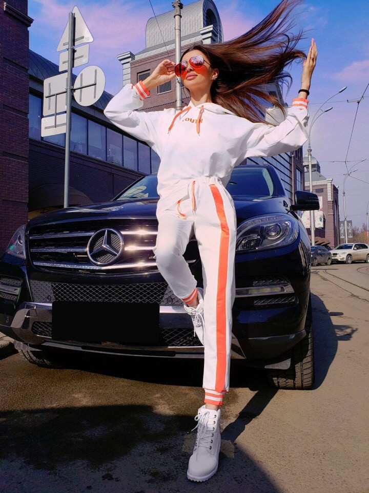Трикотажный женский спортивный костюм с яркими лампасами 71rt598