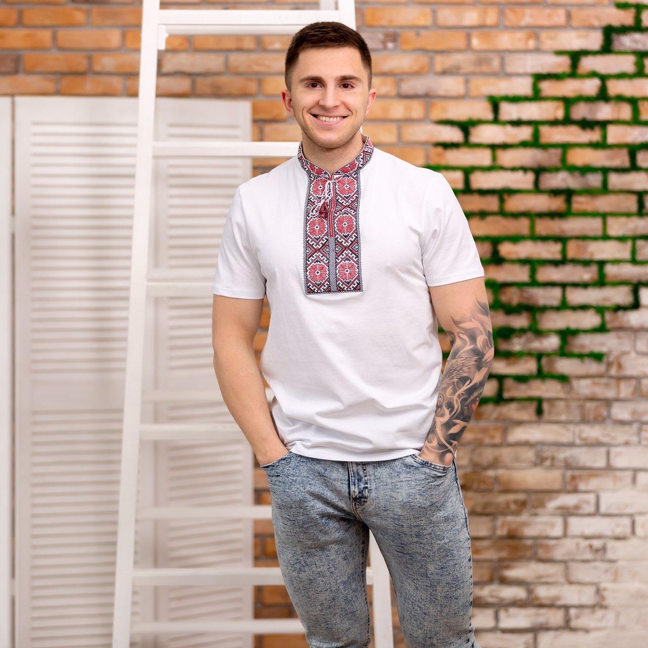 Мужская футболка с орнаментом