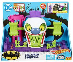 Трек Hot Wheels DC City Batman Веселый дом Джокера The Joker Funhouse GBW51