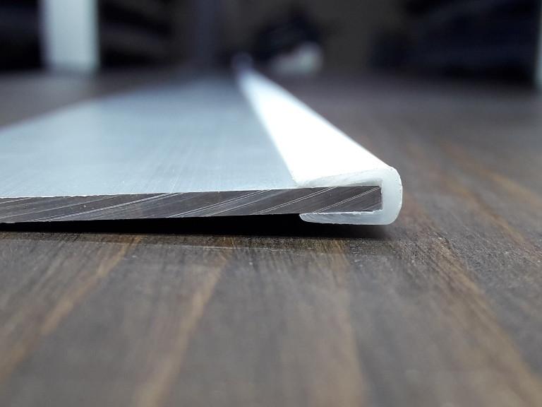Окантовочный | Торцевой пластиковый профиль для плоских материалов толщиной 3мм. Цвет белый