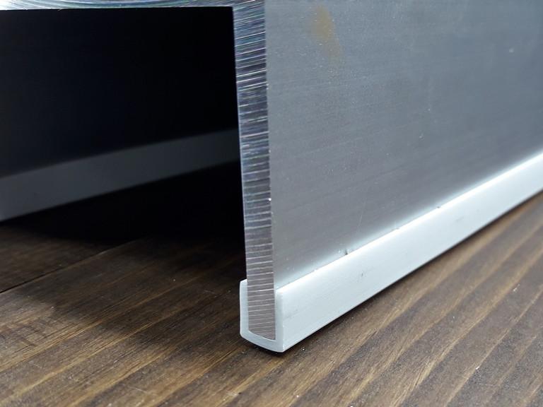Окантовочный | Торцевой пластиковый профиль для плоских материалов толщиной 6мм. Цвет белый