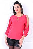 Красивая женская блузка с открытыми плечами кораллового цвета