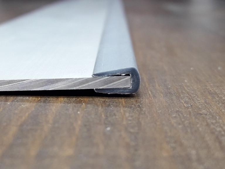 Окантовочный | Торцевой пластиковый профиль для плоских материалов толщиной 3мм. Цвет серый