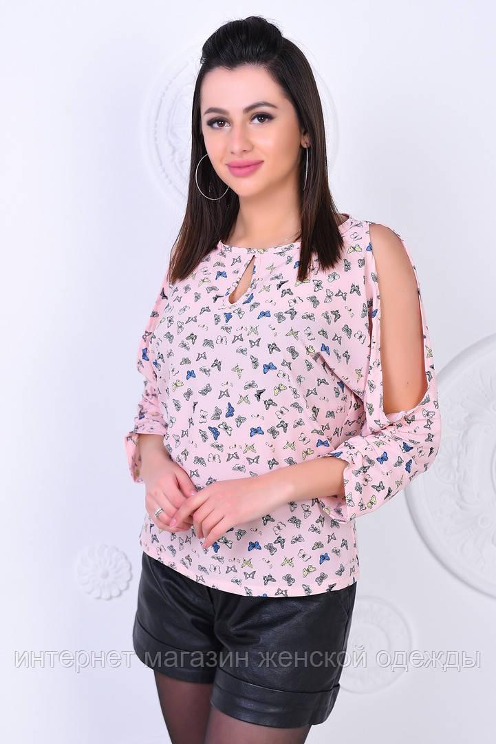 Нежно-розовая женская блузка с разрезами на плечах и принтом бабочки