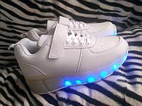 Белые светящиеся кроссовки ролики на колесиках хилисы роликовые кеды