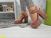 Босоножки розовые пудра на толстом невысоком устойчивом каблуке