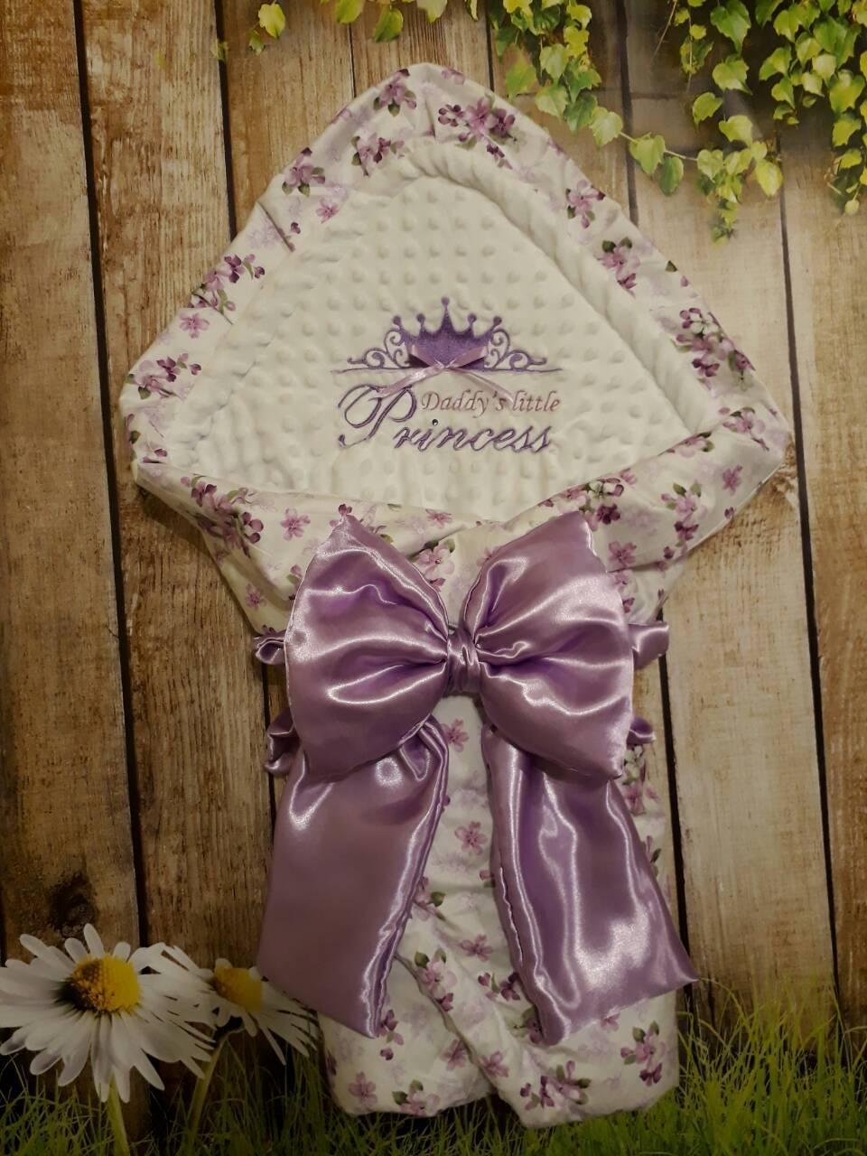 Красивый конверт на выписку с  вышивкой Принцесса