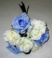 Букет бело-голубых роз 35 см