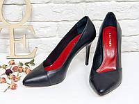Черные кожаные классические туфли лодочки на шпильке