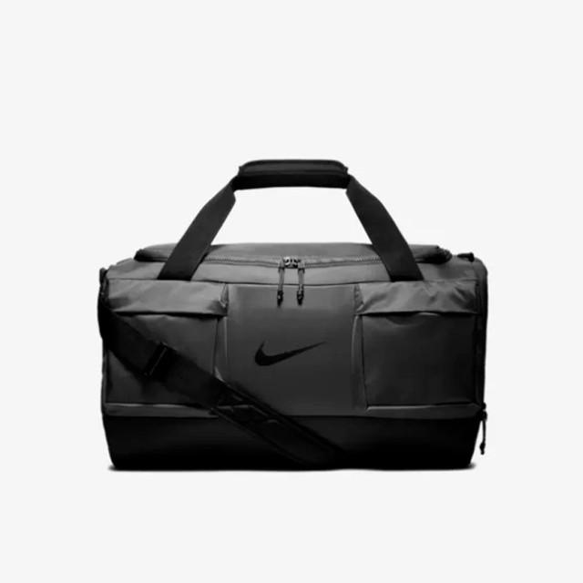 Мужская сумка для тренировок Nike Vapor Power | серая. Вид спереди.