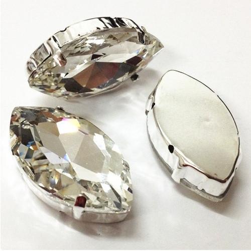 Камни в серебряных цапах