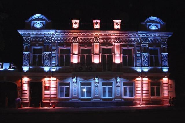 Монтаж фасадного освещения. Рекламное освещение. LED освещение. Светодиодное освещение.