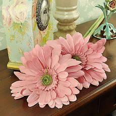 Искусственные цветы и ветки