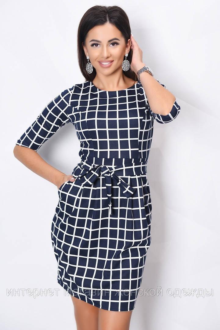 Модное платье до колен с поясом на талии и боковыми карманами в клетку