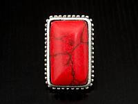Стильное кольцо с большим камнем
