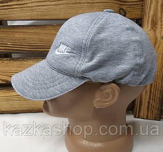 Мужская кепка светло-серого цвета, с вышивкой в стиле Nike (реплика), малая вышивка, трикотаж, на регуляторе, фото 2