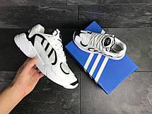 Модні чоловічі кросівки Adidas Yung,замшеві,білі з чорним, фото 3
