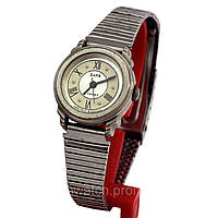 Заря женские часы на металлическом браслете