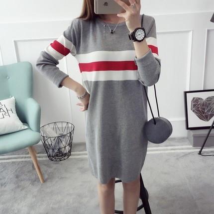 Трикотажное женское платье оверсайз серого цвета