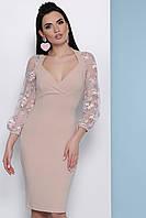Модное платье миди облегающее глубокое декольте прозрачный широкий рукав с вышивкой бежевое