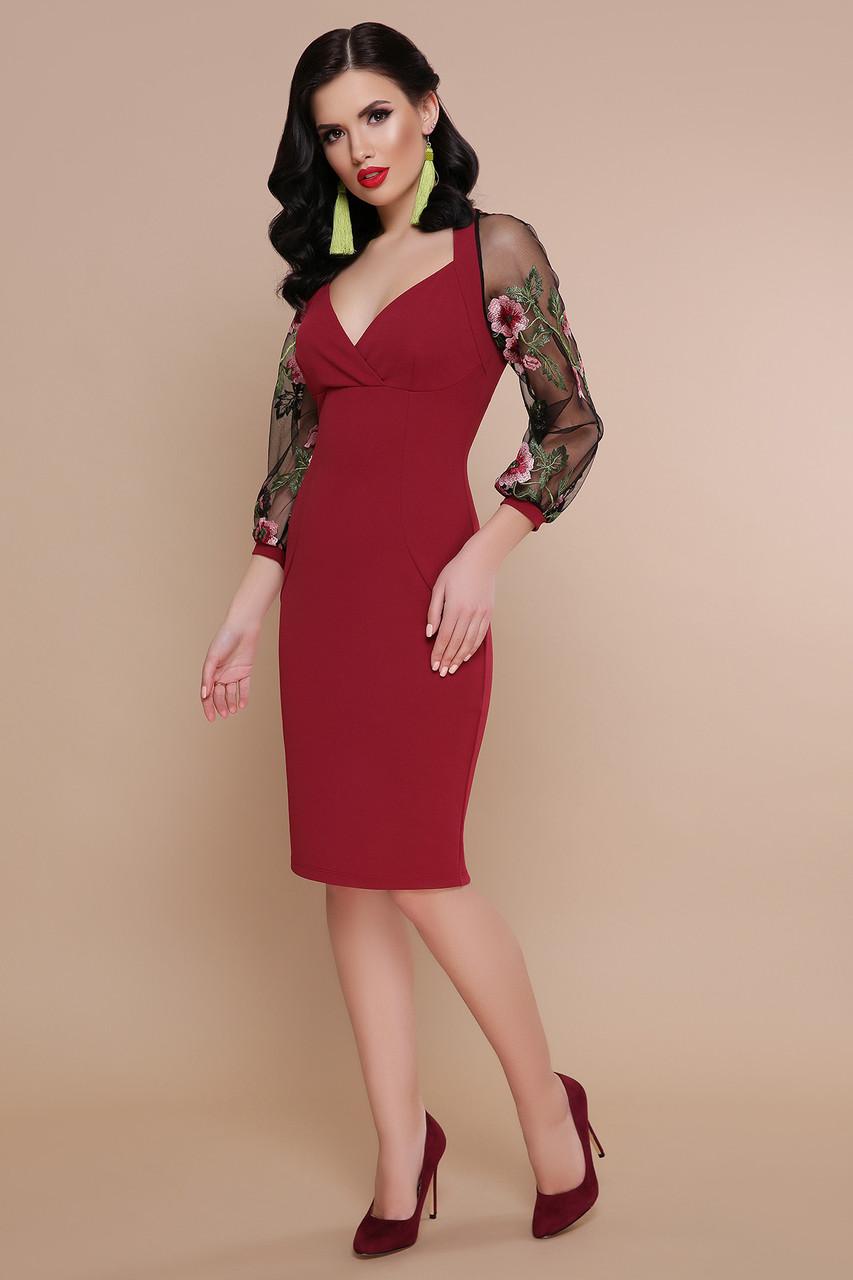 Красивое платье до колен приталенное глубокое декольте длинный рукав с вышивкой бордовое