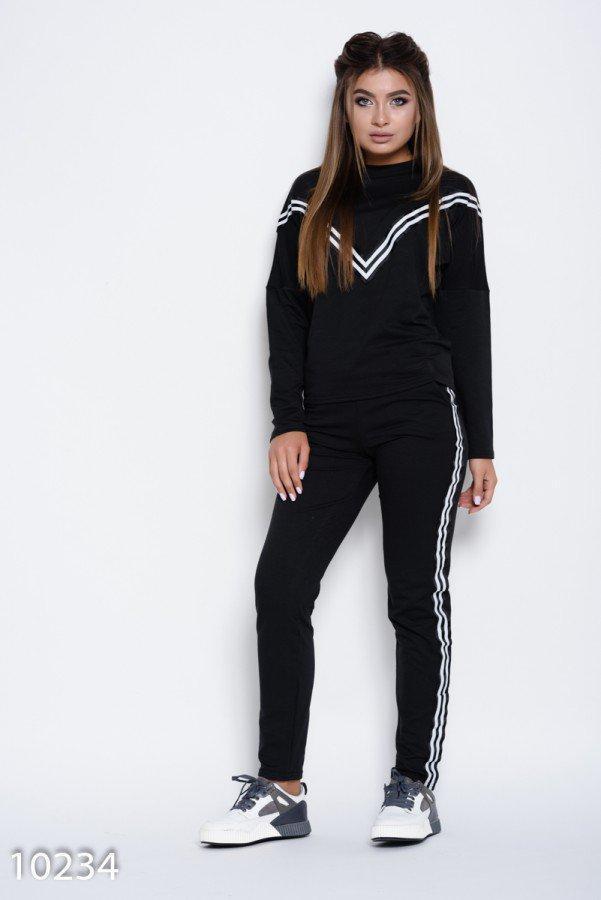 Черный трикотажный спортивный костюм с черно-белыми широкими нашивками Реплика