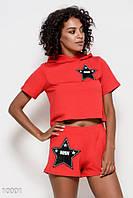 Красный трикотажный спортивный костюм из футболки и шорт со звездными нашивками Реплика