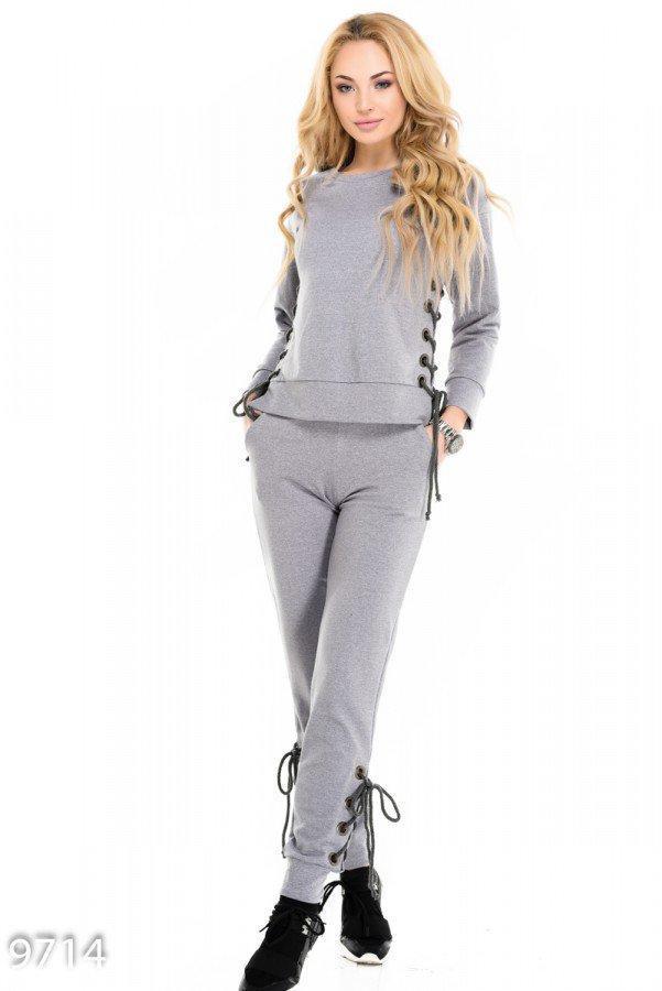 Серый спортивный костюм из батника с брюками со шнуровками по бокам Реплика