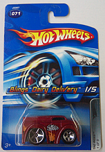 Машинка Hot Wheels 2006 Blings Dairy Delivery