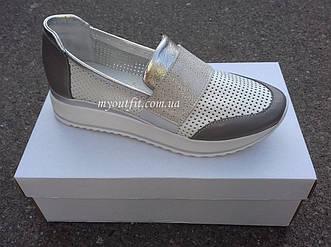 Женские кожаные кроссовки Белые с высокой подошвой