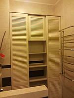 Шкаф в ванную комнату с деревянной дверью, фото 1