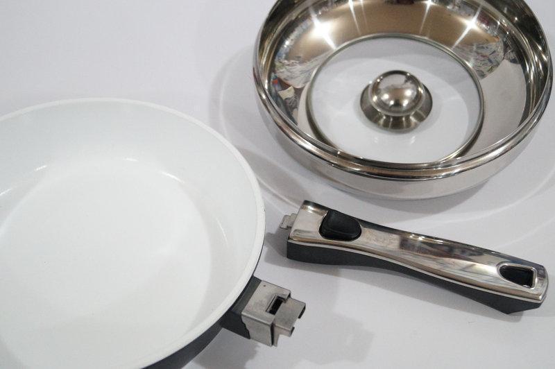 Сковорода литая 24 см Giakoma G-1031-24 с керамическим покрытием 2 ручки с крышкой