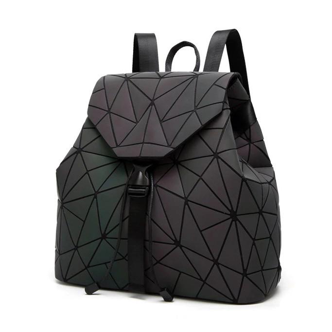 Модний рюкзак жіночий міський. Яскравий рюкзак хамелеон Bao Bao Issey Miyake. Рюкзак для дівчинки