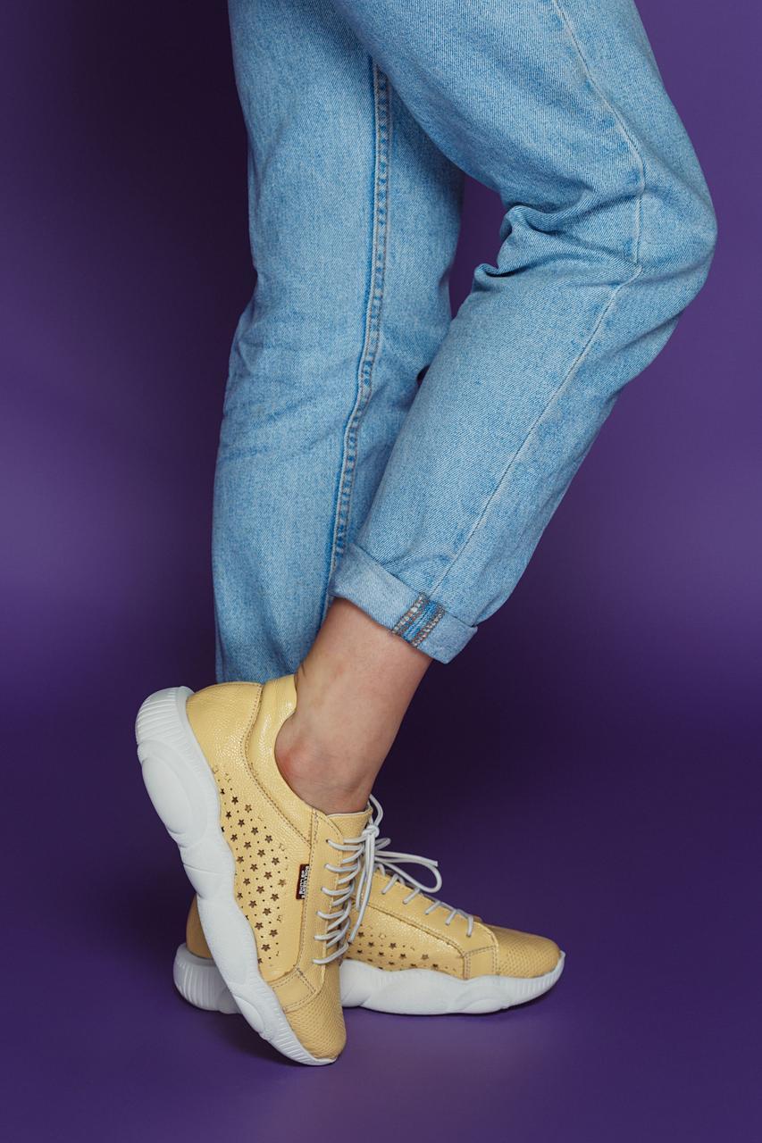 Женские летние кожаные кроссовки с перфорацией (лимонные)