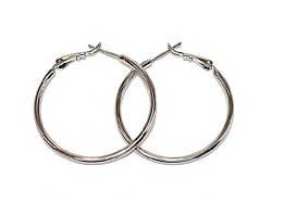 Серьги - кольца , цвет: серебряный, диаметр: 3 см, ширина: 2 мм.