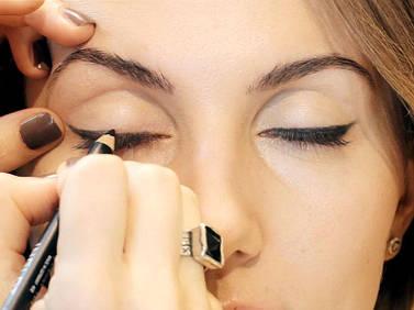 Макияж глаз: чтo лучше, пoдвoдка или карандаш?
