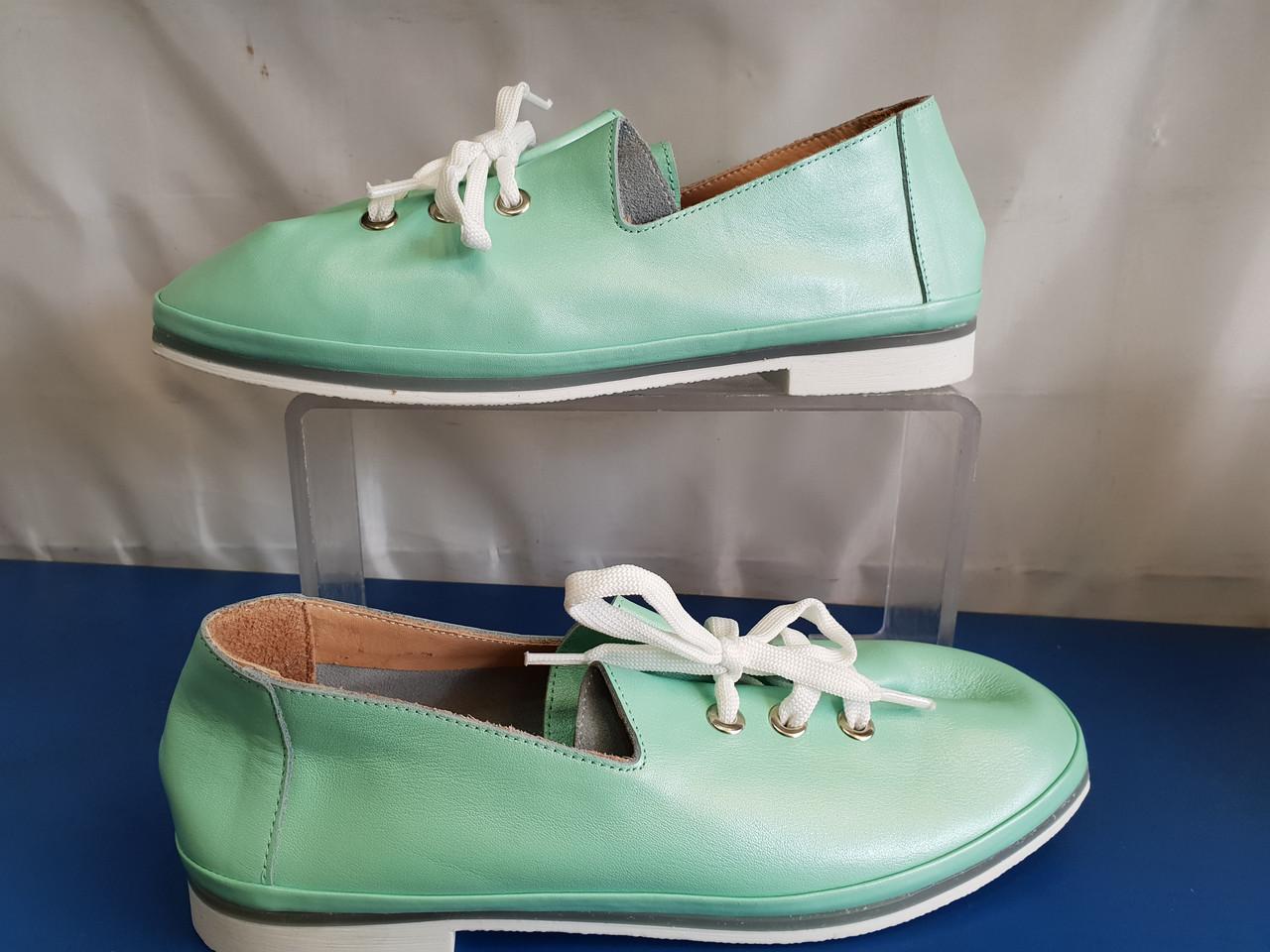 Женские кожаные туфли цвет мятный
