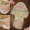 Красивый  велюровый конверт на выписку с итальянским кружевом, вышивкой и рюшами