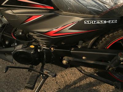Мощный бензиновый двигатель мотоцикла Spark SP125C-2C