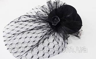 Шляпка - мини декоративная 10 см (заколка уточка) красная/черная