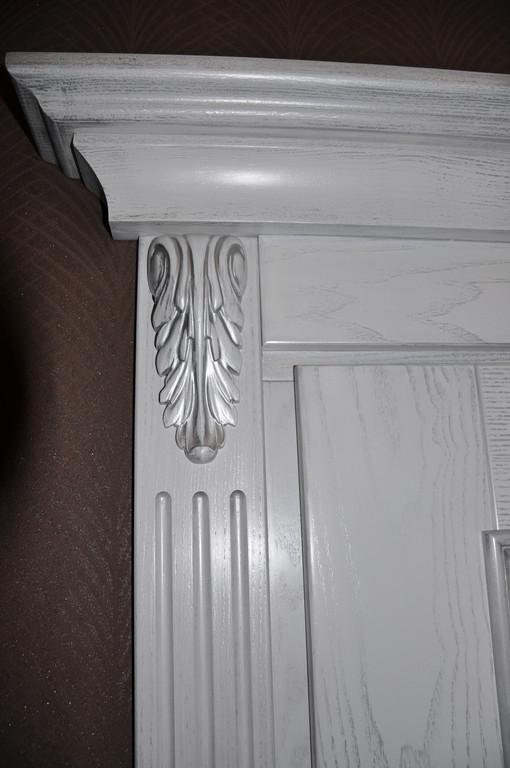 Двери деревянные с элементами резьбы 2