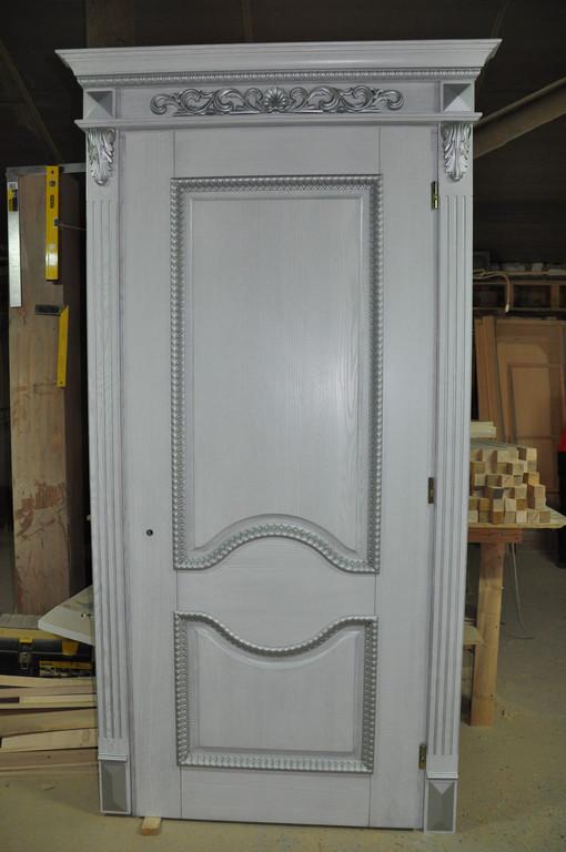 Двери деревянные с элементами резьбы 3