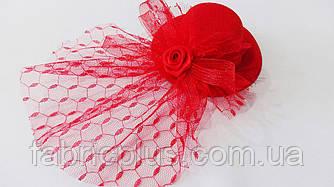 Шляпка - мини декоративная 10 см (заколка уточка) красная/черная/кремовая
