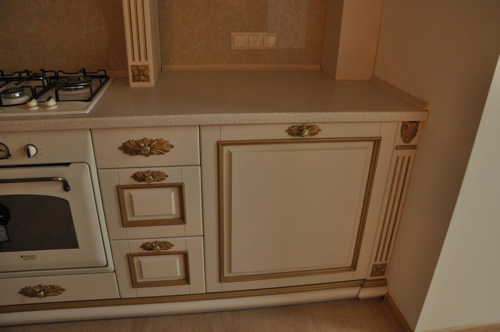 Кухонная мебель с резьбой