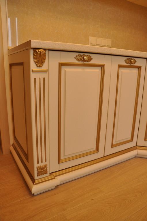 Кухонная мебель с резьбой 2