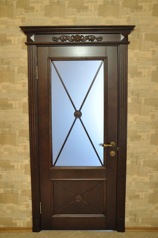 Дверь деревянная с резьбой 1