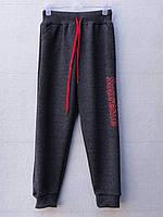 Спортивные штаны для мальчика на 3-7 лет серого цвета с надписью Supreme оптом