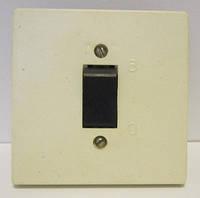 Выключатель скрытой проводки одинарный с черной клавишей 6А 250В Харьков