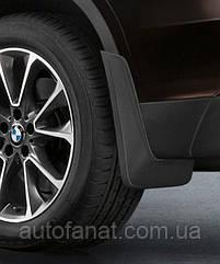 Оригинальный комплект брызговиков передних BMW Х5 (Е70) (82160414673)